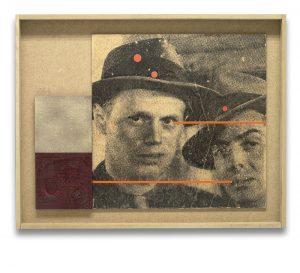 El beso de la muerte. Monotipo, pintura y collage sobre madera. 43×65 cm.
