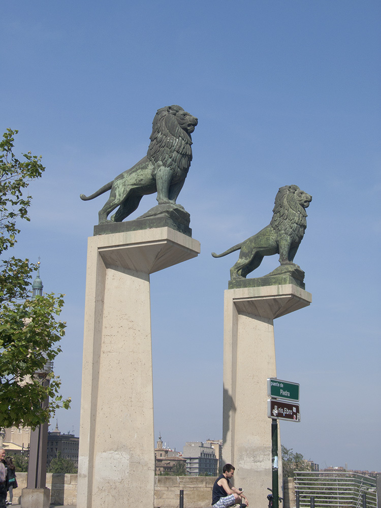 Leones del Puente de Piedra. Autor: Francisco Rallo Lahoz