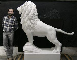 El león como símbolo pintado. Comienzo intervención.