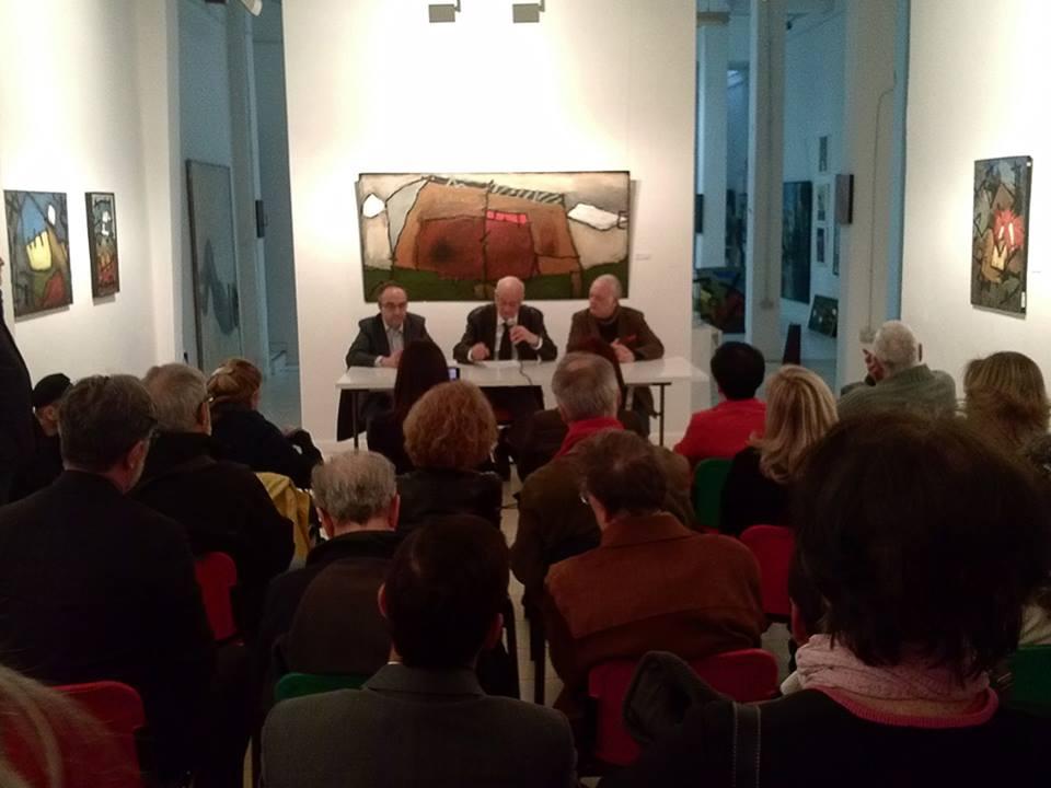 Presentación del libro El azar erótico nos persigue, a cargo de: (de izquierda a derecha) Alejandro Ratia, prologuista, Manuel Pérez-Lizano, autor de los relatos, y Paco Rallo, editor.